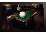 Картина №11: огромный шар на бильярдном столе